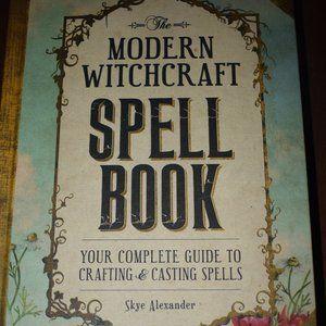 The Modern Witchcraft SpellBook 3/10$🖤